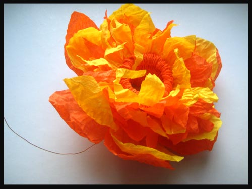 Cr ation de fleurs en papier cr pon anniversaire enfant - Creation papier crepon facile ...